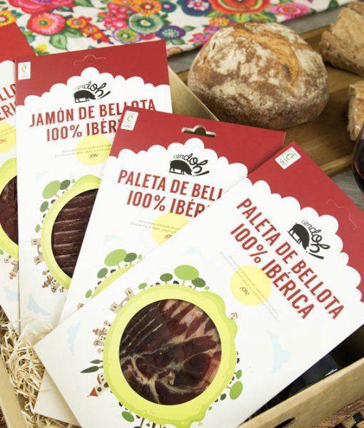 Contenido de la mini cesta de cositas ricas de Cerdoh con productos de bellota 100% ibéricos.